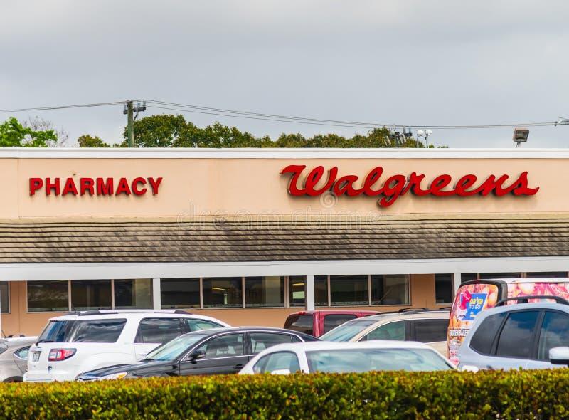 De opslagteken van de Walgreensapotheek in Miami stock afbeeldingen