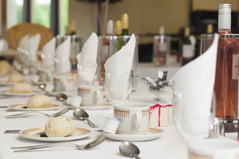 De opstelling van het huwelijksontbijt stock fotografie