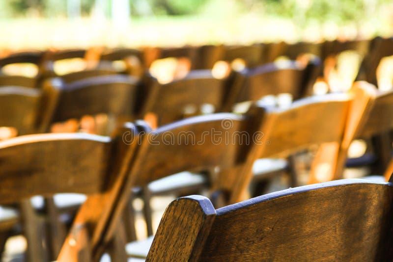 De opstelling van huwelijksstoelen royalty-vrije stock foto