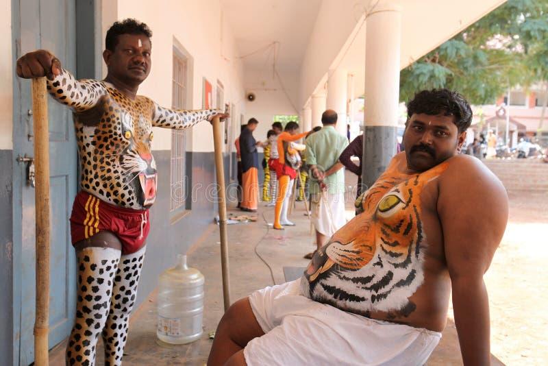 De optocht van de tijgerdans stock foto's