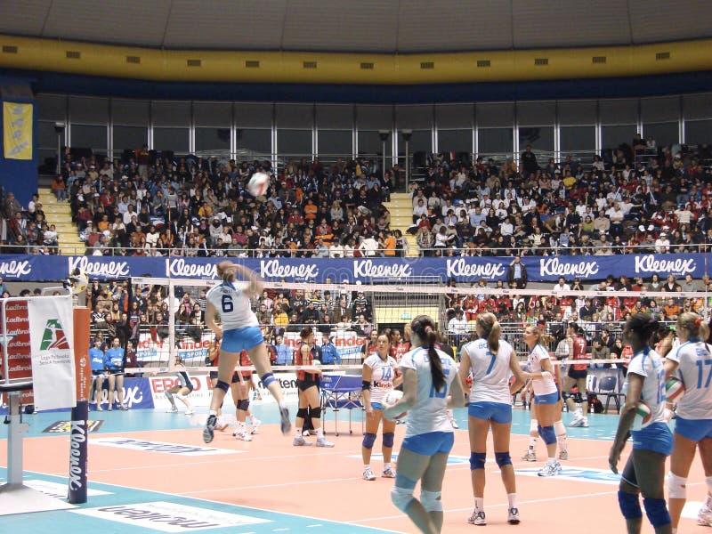 De Opwarming van het volleyball stock foto's