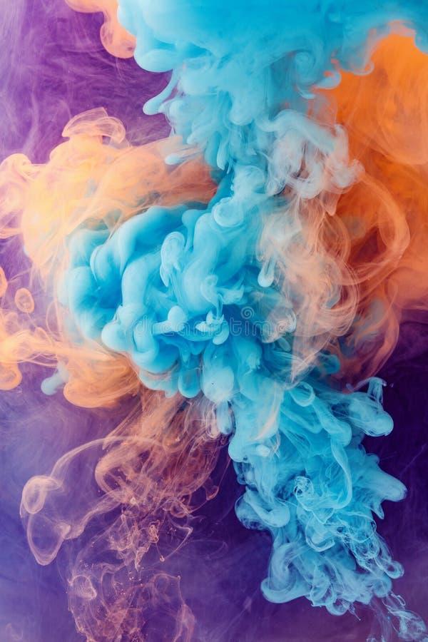De oranje abstracte achtergrond van de kleurenplons stock foto