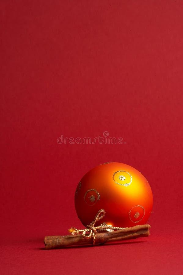 De oranje bal van de Kerstmisboom - oranje Weihnachtskugel stock fotografie