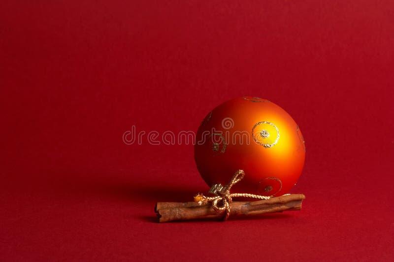 De oranje bal van de Kerstmisboom - oranje Weihnachtskugel stock foto's
