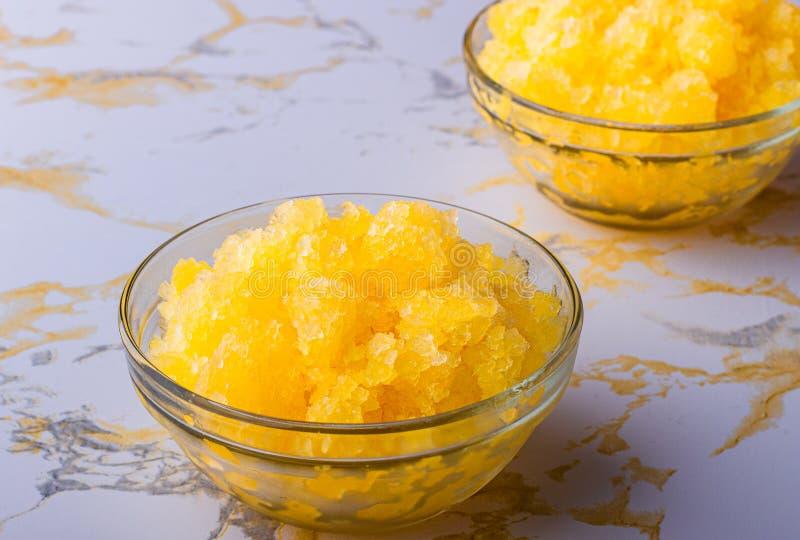 De oranje Drank van het Ijs Bevroren vruchtesap Tropisch Fruit Zoet en koud dessert stock foto's
