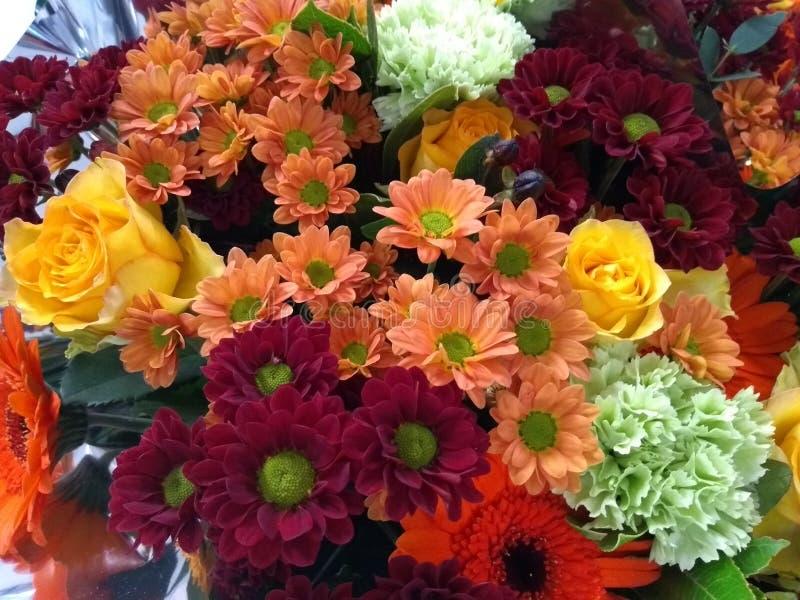 De oranjerode regeling van het de herfstboeket voor verkoop royalty-vrije stock foto's