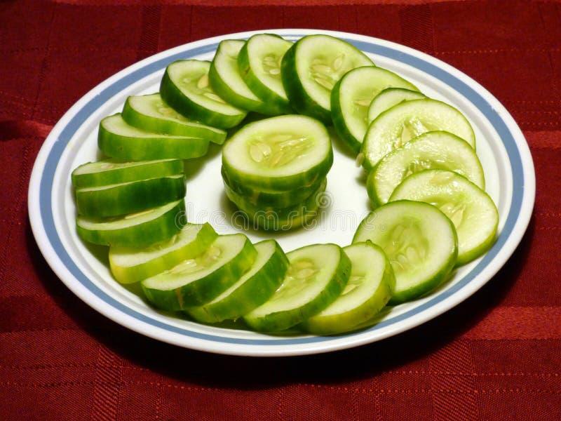 De organische Komkommer breekt schotel af royalty-vrije stock fotografie