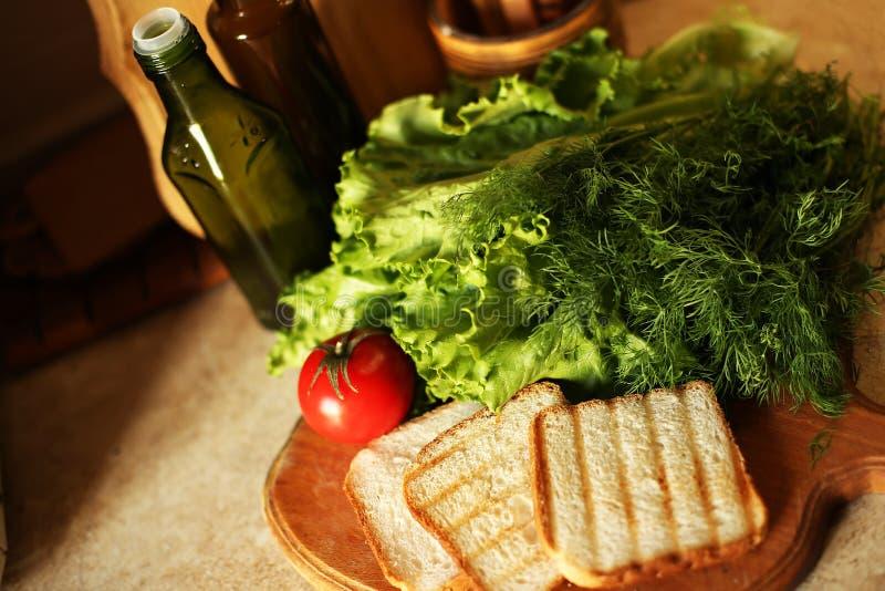 De organische veganist treft op keuken voorbereidingen stock afbeelding