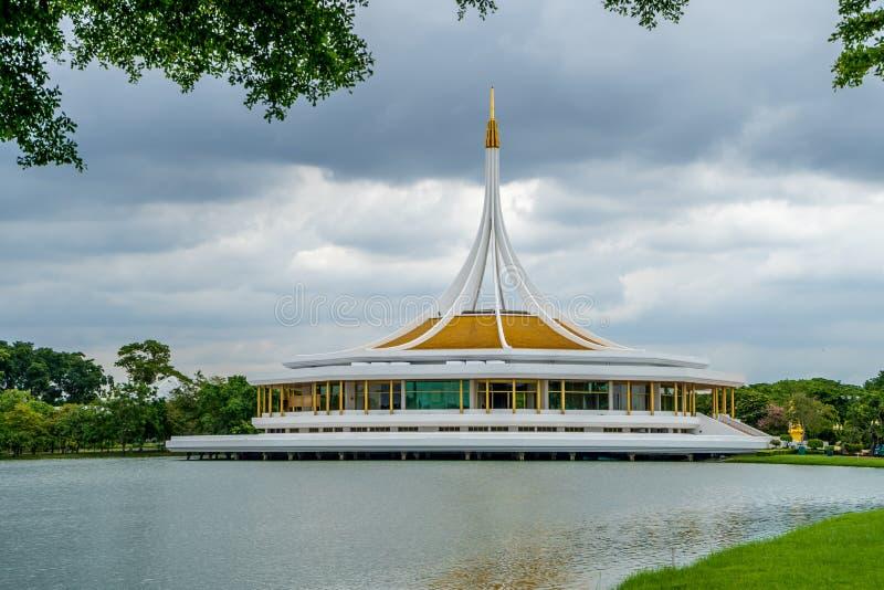De oriëntatiepuntbouw in Suan Luang Rama IX stock foto