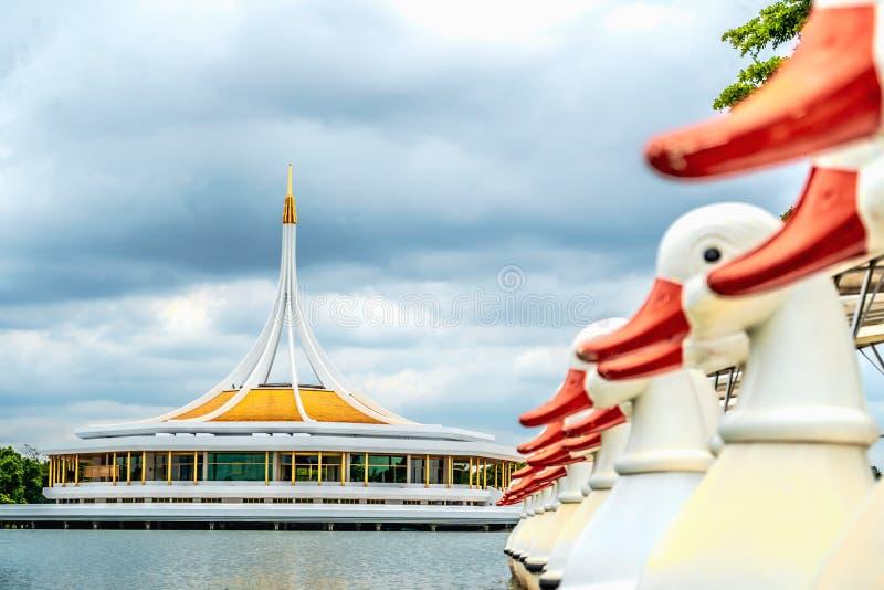 De oriëntatiepuntbouw in Suan Luang Rama IX stock foto's