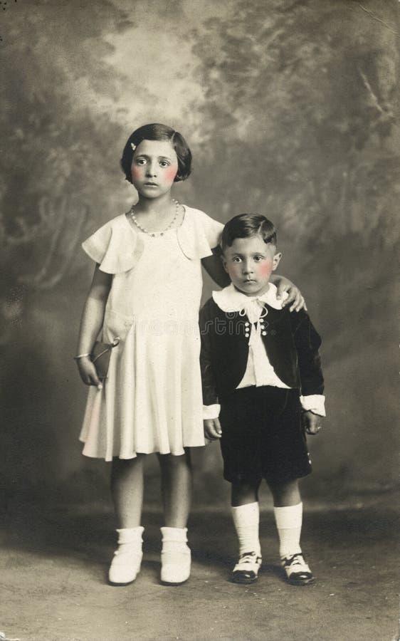 De originele antieke foto van 1910 - Leuke jonge geitjes royalty-vrije stock afbeeldingen