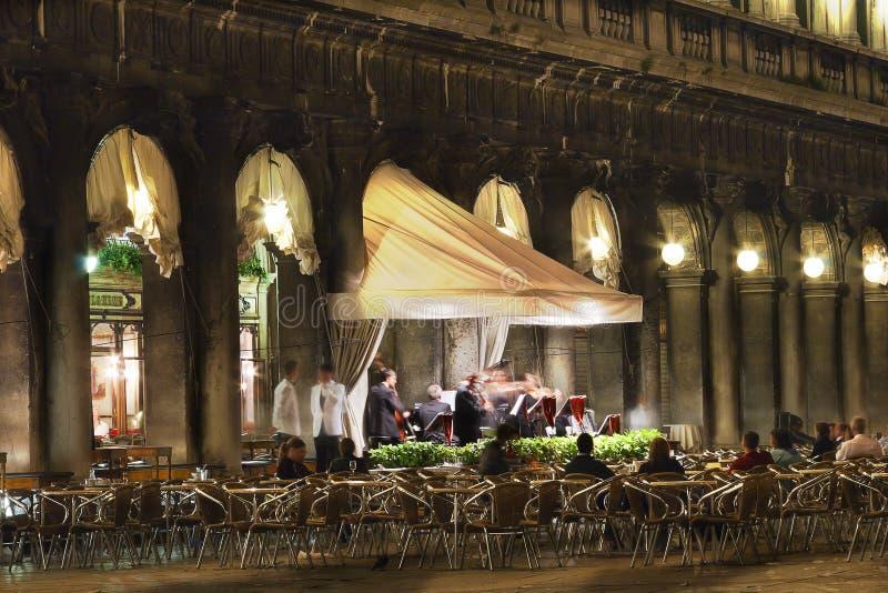 De Orkestspelen in St Tekensvierkant, Venetië, Italië stock fotografie