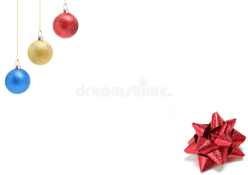 De ornamenten van het nieuwjaar van drie kleuren en giftboog royalty-vrije stock foto's