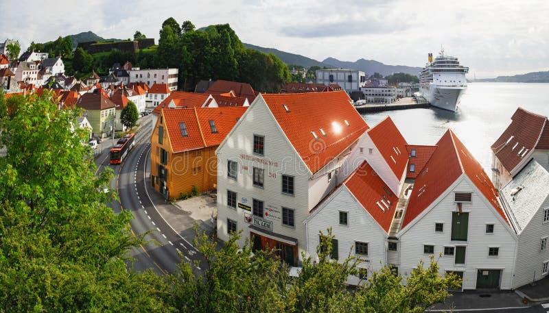 De oude architectuur van de Stadspijler in Bergen, Noorwegen stock foto's