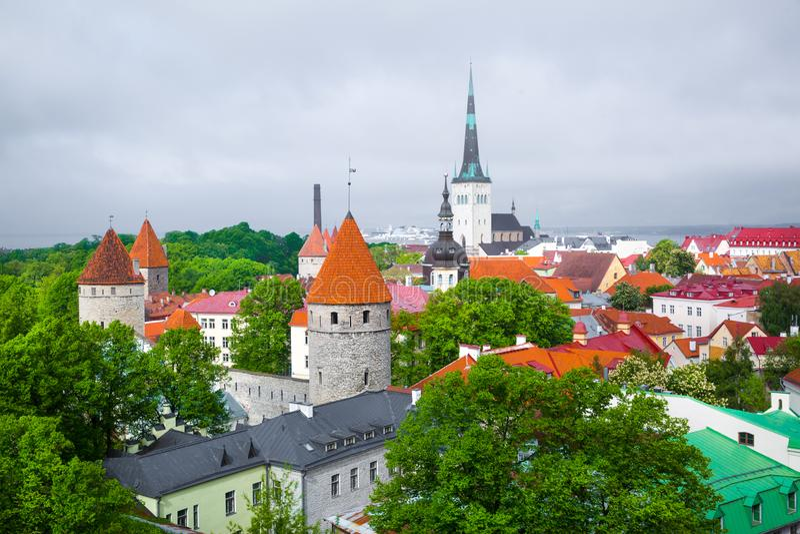 De oude oude architectuur van Tallin, Estland stock fotografie