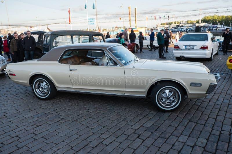 De Oude auto Mercury Cougar van Helsinki, Finland stock afbeeldingen