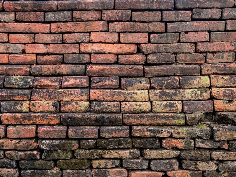 De oude bakstenen muren van lange bouw zullen een spoor van het gebruik hebben royalty-vrije stock fotografie