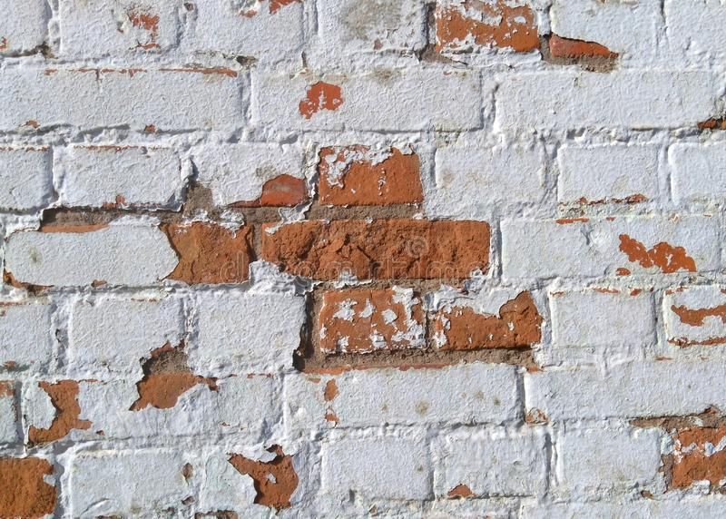 De oude bakstenen muur wordt gemaakt van rode bakstenen stock afbeeldingen
