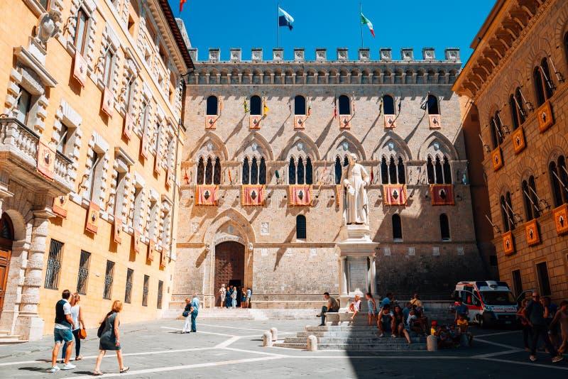 De oude bank van Paschi di Siena van Montedei in Siena, Italië royalty-vrije stock afbeeldingen