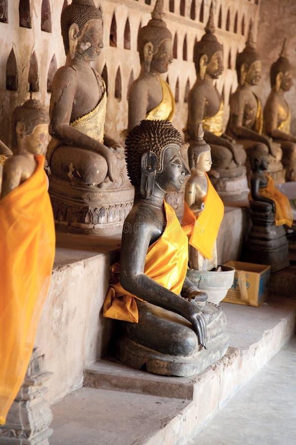 De oude beeldhouwwerken van Boedha stock foto