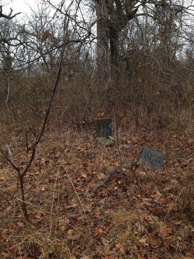 De oude begraafplaats van het land royalty-vrije stock afbeeldingen