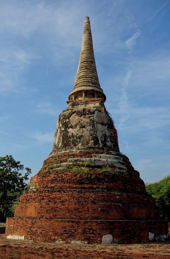 De oude Boeddhistische Baksteentempel ruïneert Spits stock afbeelding
