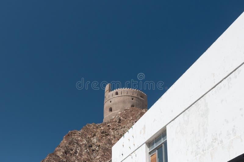 De oude bouw in het centrum van Muscateldruif in Oman royalty-vrije stock afbeelding