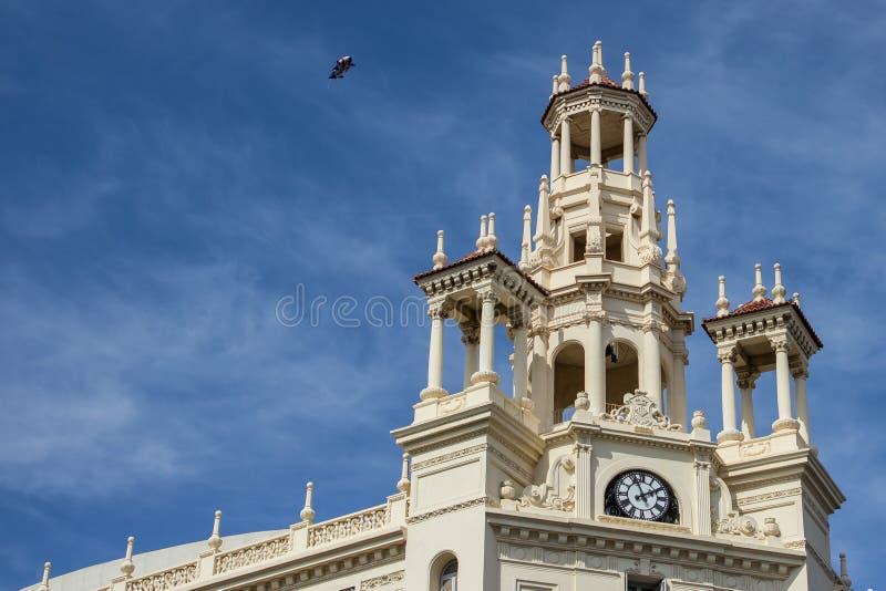 De oude Bouw met klok en toren royalty-vrije stock foto's