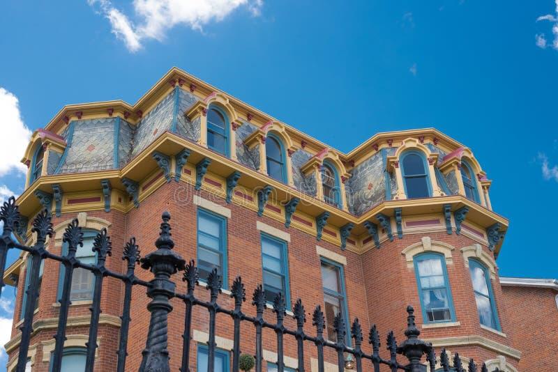 De oude bouw op een straat van Loodglans, Illinois royalty-vrije stock fotografie