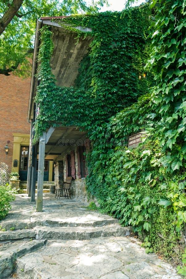 De oude bouw op een straat van Loodglans, Illinois royalty-vrije stock afbeelding