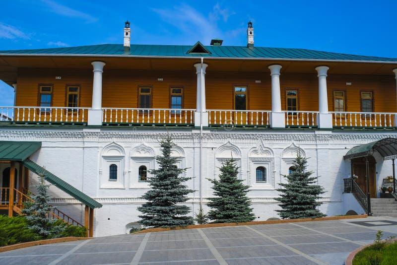 De oude bouw in Pechersky-klooster in Nizhny Novgorod royalty-vrije stock fotografie