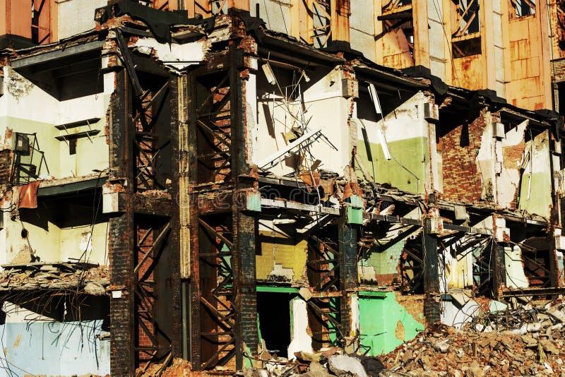 De oude bouw voor vernieling, ruïnes stock afbeelding