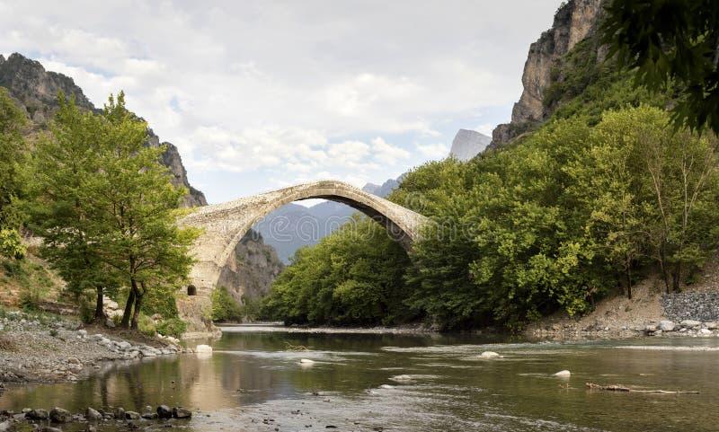 De oude brug stock afbeeldingen