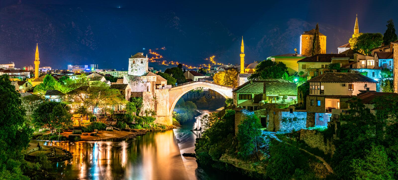 De Oude Brug in Mostar, Bosni?-Herzegovina royalty-vrije stock afbeelding