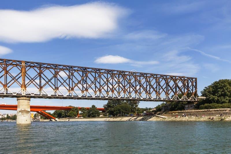 De oude Brug van de Spoorwegbundel over Sava River - Belgrado - Servië royalty-vrije stock foto