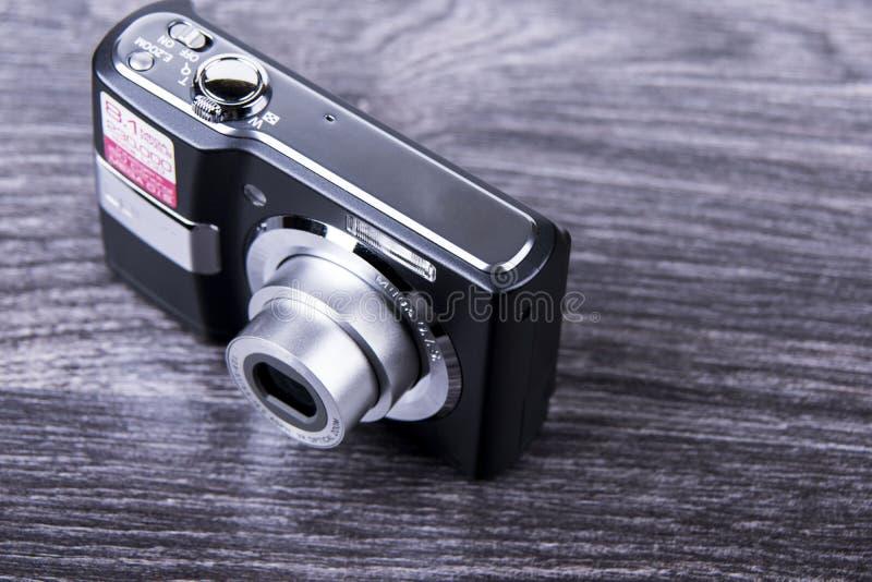 De oude camera op de lijst royalty-vrije stock afbeeldingen