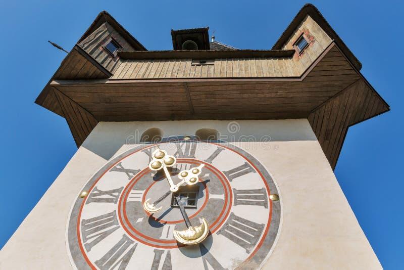 De oude close-up van klokketorenuhrturm in Graz, Oostenrijk stock foto