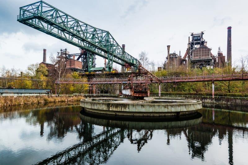 De oude de industriebouw in Landschaftspark Duisburg stock foto's