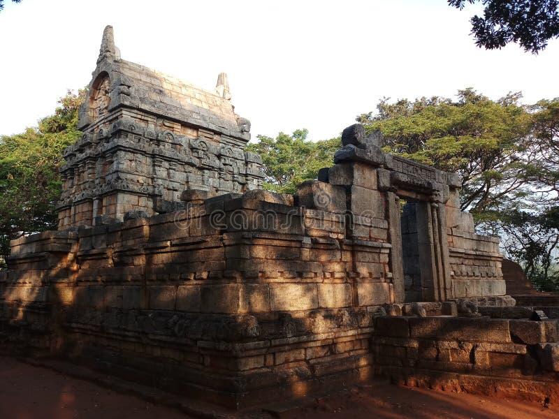 De oude die bouw door zacht graniet wordt gemaakt royalty-vrije stock afbeeldingen