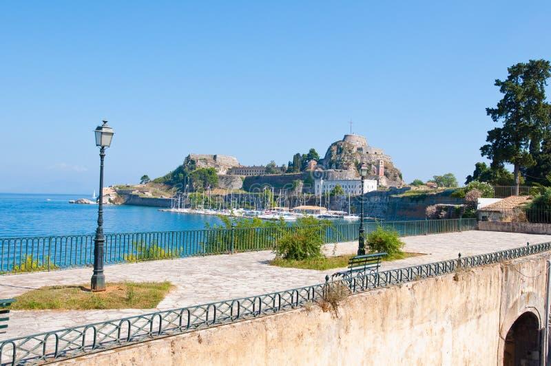 De Oude die Vesting van Korfu van de kust wordt gezien Het eiland van Korfu, Griekenland stock afbeelding