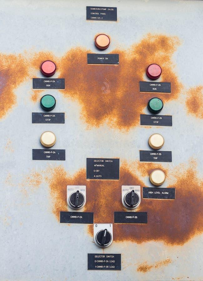 De oude Elektrische Doos van de Controle stock afbeeldingen