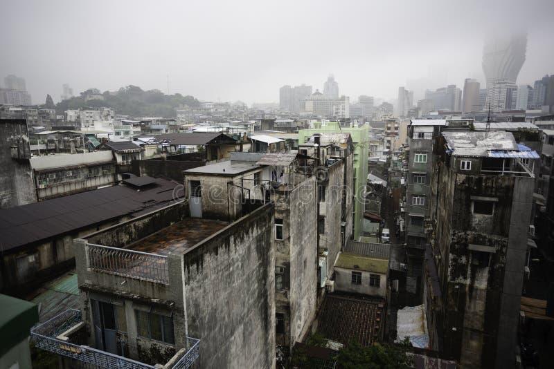 De oude flat blokkeert Macao China op een regenachtige dag royalty-vrije stock foto's