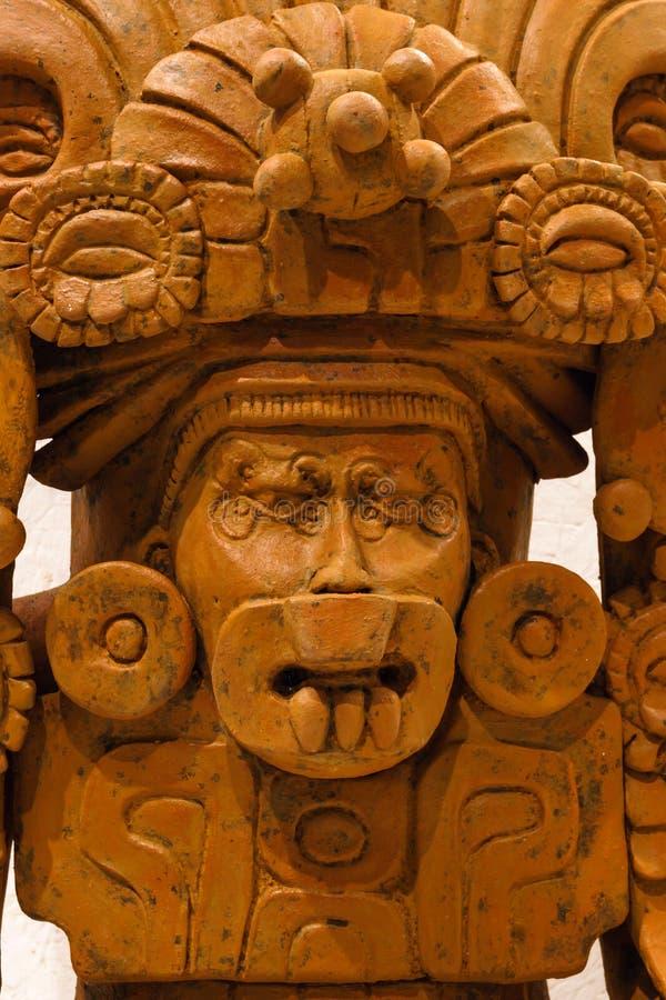 De oude funerary urn van Zapotec in de vorm van deity stock afbeeldingen