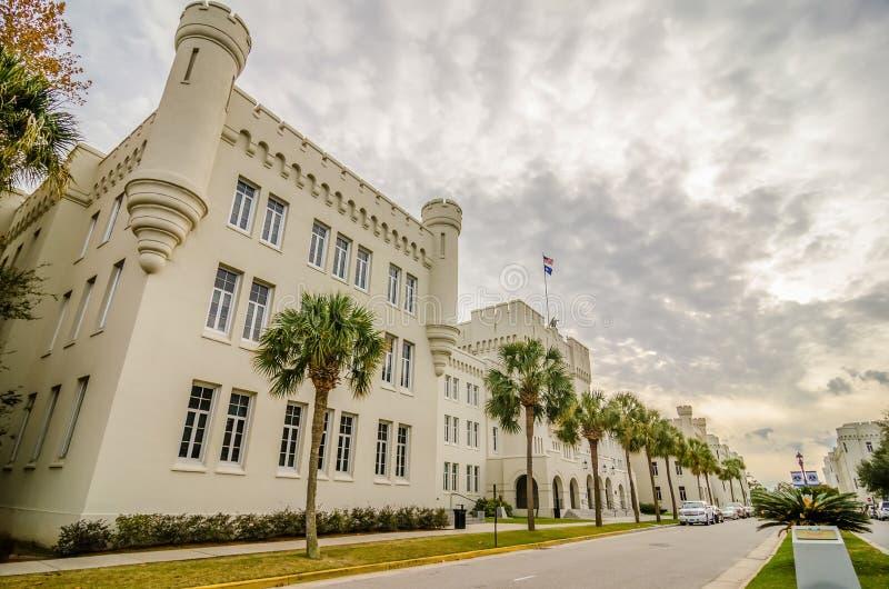 De oude gebouwen van Citadelcapus in van Zuid- Charleston Carolina stock foto's