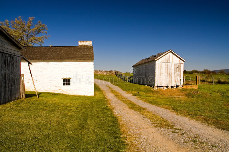 De oude Gebouwen van het Landbouwbedrijf stock afbeeldingen