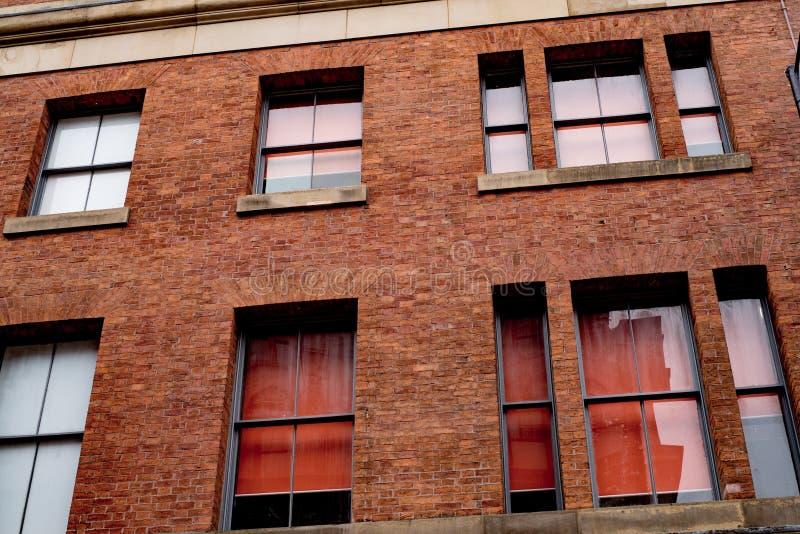 De oude Gereduceerde Verlaten oude bouw in Manchester stock foto