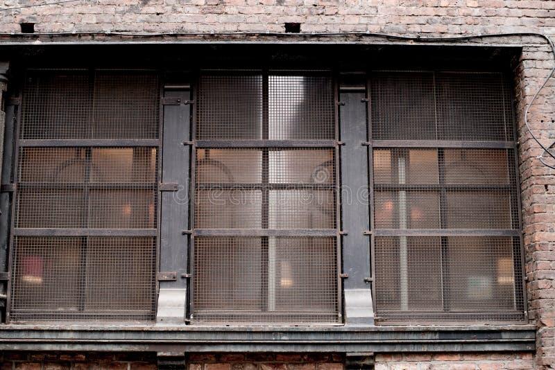 De oude Gereduceerde Verlaten oude bouw in Manchester stock afbeeldingen