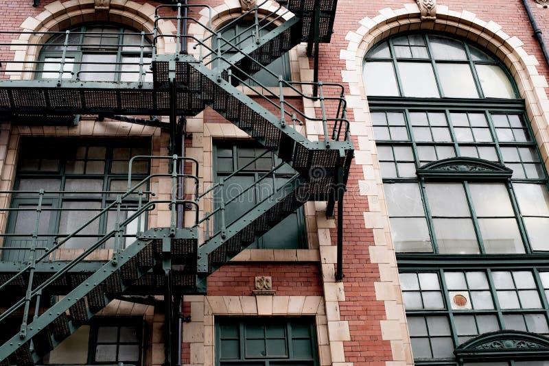 De oude Gereduceerde Verlaten oude bouw in Manchester stock foto's