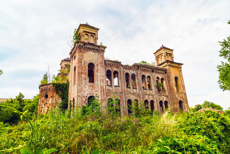 De oude geruïneerde synagogebouw in Vidin, Bulgarije stock foto