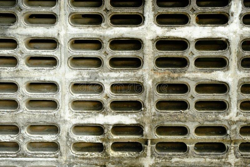 De oude Gietgalbakstenen voor luchtstroom hebben stof en grond royalty-vrije stock fotografie